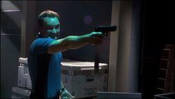 SGA-2x01 - McKay met en joue un Wraith
