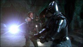 SG1-9x02-Mitchell combat le chevalier holographique
