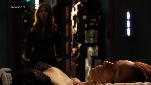 File:Dead Kate in her bed.png
