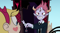 S1E15 Tom pointing at Star's horns