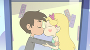 Star and Marco kiss