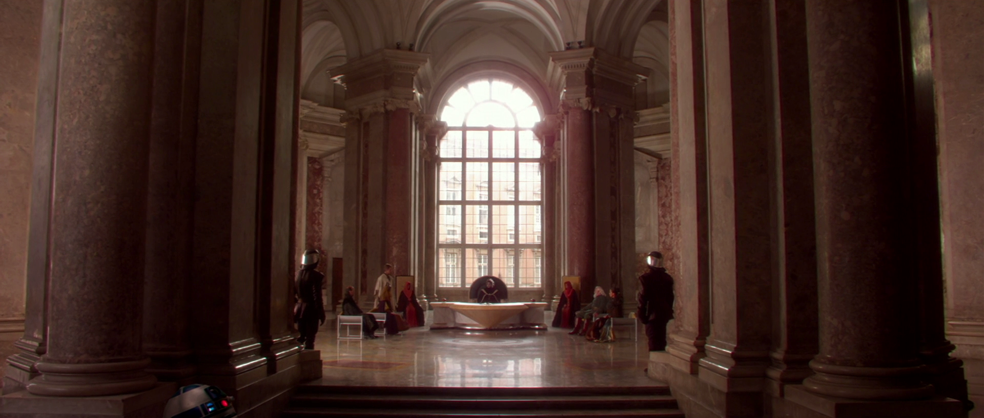 https://vignette.wikia.nocookie.net/starwars/images/7/75/Naboo_Throne_Room.png/revision/latest?cb=20130720034408