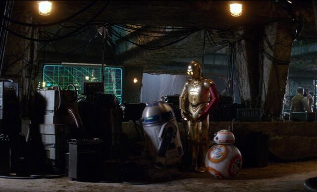 File:Threepio-R2-TFA.jpg