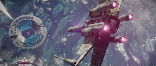 File:X Wing heading toward the sheild gate.jpg