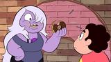Ametiszt fánkot eszik