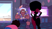 SU - Arcade Mania Garnet Looking At Smiley