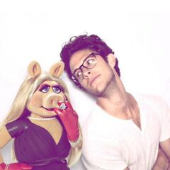 Kyle's New Year's Eve Date is... Miss Piggy! <3
