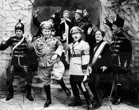 Three Stooges and King & Guard Happy day