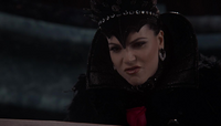 Queen Regina 209 02