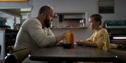 Elf spricht mit Benny Burger