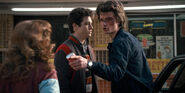 Stranger Things 1x07 – Steve tells Tommy and Carol off