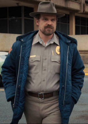 https://vignette.wikia.nocookie.net/strangerthings8338/images/b/bc/Jim_Hopper_S2.png/revision/latest/scale-to-width-down/310?cb=20180327084010