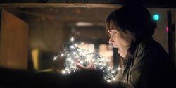 S01E03 Joyce talks with Will through lights