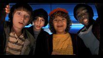 S02E01 Boys playing Dragon's Lair