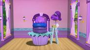Plum and her ballerina cupcake