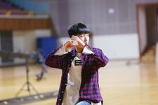 Changbin Grow Up Video Shooting Behind (3)