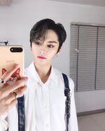 Lee Know IG Update 20191110 (3)