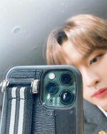 Lee Know IG Update 20200327 (2)