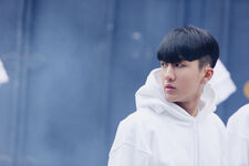 Changbin Distric 9 Music Video Shooting Behind (4)