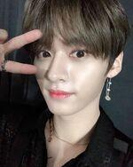 Lee Know IG Update 20200105 (4)