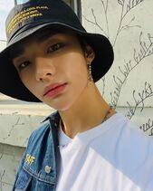 Hyunjin IG Update 200424 (1)
