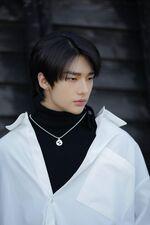 Hyunjin Clé LEVANTER Jacket Shooting Behind (1)