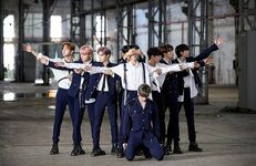 Stray Kids Double Knot Music Video Shooting Behind (1)