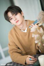 Lee Know Naver x Dispatch December 2019 (6)