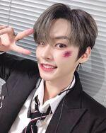 Lee Know IG Update 20191110 (1)