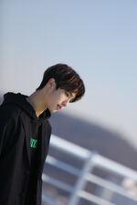 Jisung Young Wings Performance Video Shooting Behind (1)