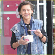 Isaak-presley-frozen-yogurt-los-angeles