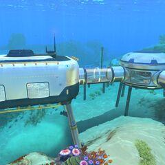 Ejemplo de una base, incluyendo una sala multiusos, una piscina lunar y un <a href=