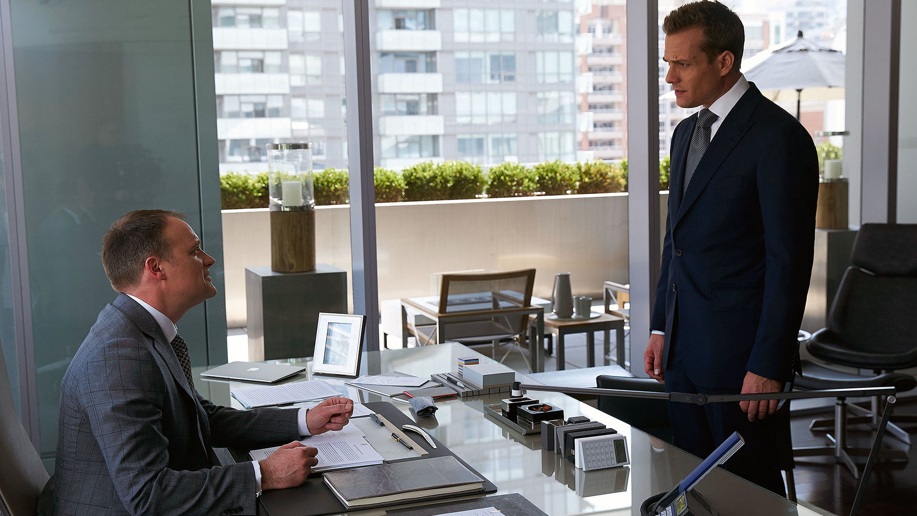 suits harvey specter office. Nathan Byrnes \u0026 Harvey Specter (6x03 - Back On The Map).jpg Suits Office