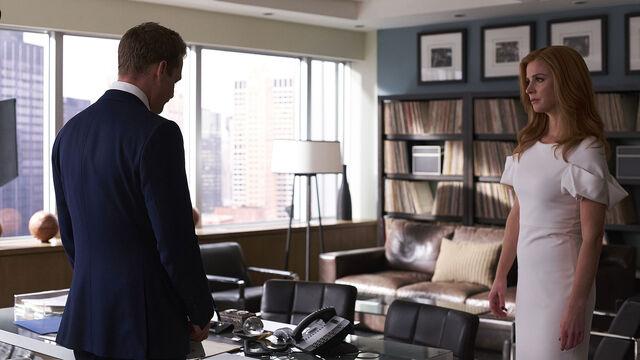 File:S06E15Promo08 - Harvey Donna.jpg