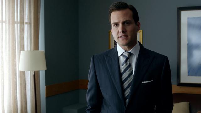 File:Harvey Specter (1x12).png