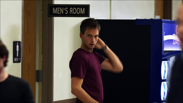 File:S01E01P10 Mike Out of Bathroom.png