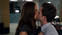 Rachel & Mike's First Kiss (1x10)