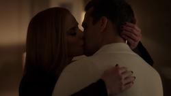 Donna & Harvey Kiss (9x1)