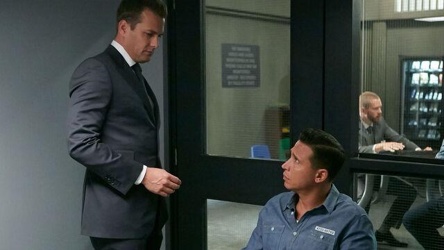 File:S06E05Promo14 - Harvey Kevin.jpg