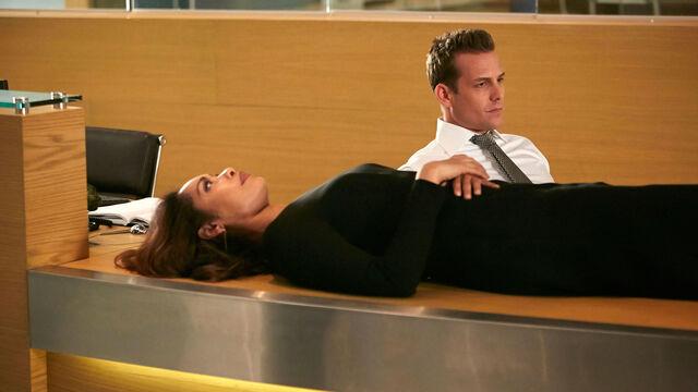 File:S06E01Promo03 - Jessica Harvey.jpg
