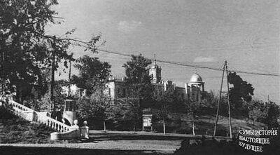 Перша жіноча гімназія з боку Псла на куту сквера Харитоненка