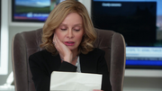 Кэт читает письмо