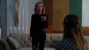 Кара беседует с Кэт