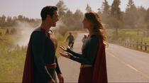 Кара и Кларк после спасения шаттла