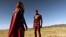 Встреча Супергёрл и Флэша