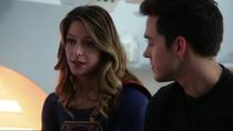 Кара рассказывает Мон-Элу о родителях