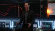 Макс рассказывает агентам D.E.O. об усилившемся сигнале Мириады