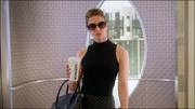 Кара прибывает в CatCo на лифте Кэт