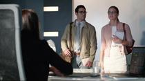 Лена разговаривает с Карой и Кларком