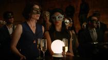 Алекс и Мэгги под видом парочки приходят в Бойцовский клуб
